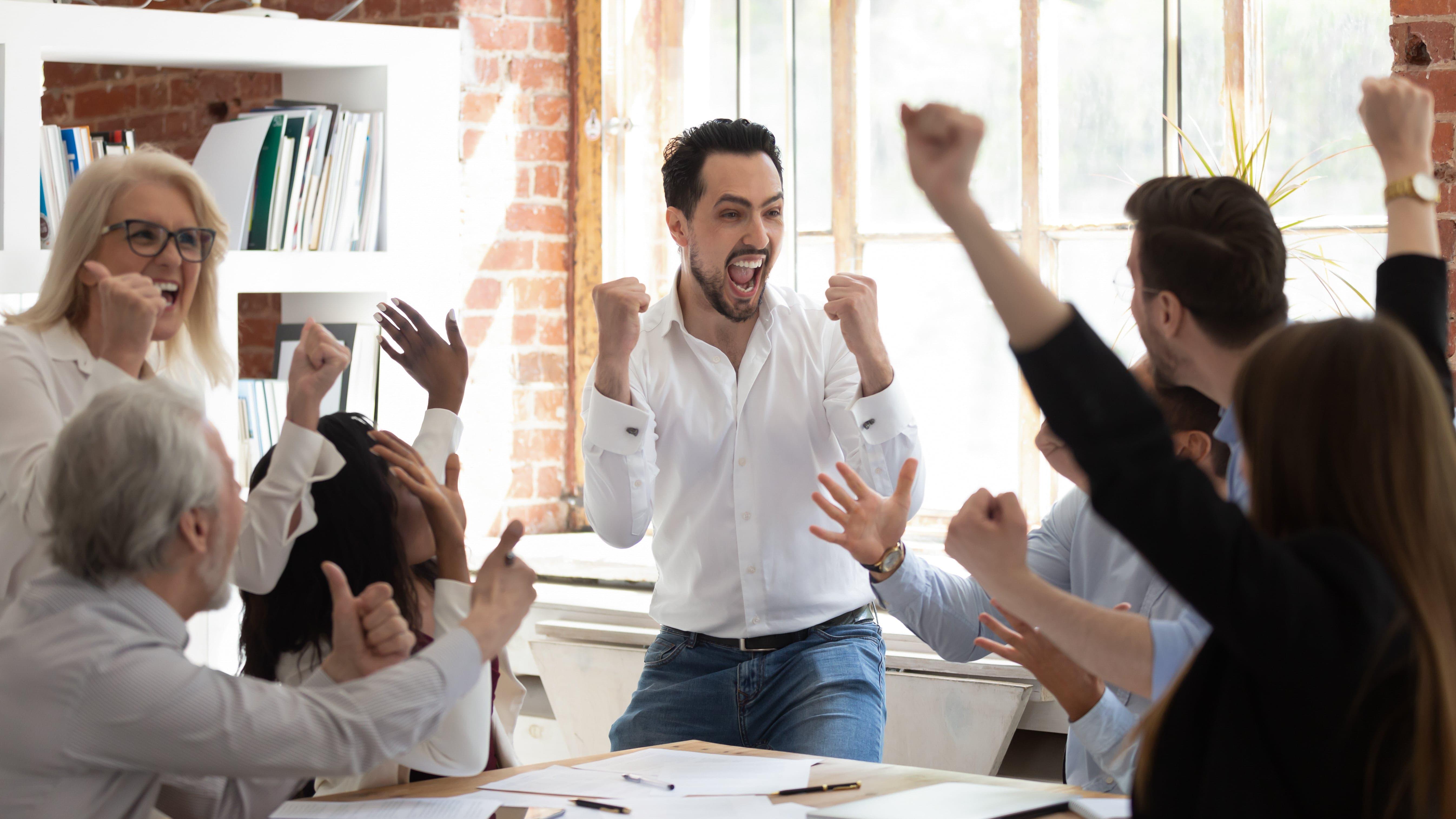 Como motivar os funcionários além do reconhecimento financeiro?